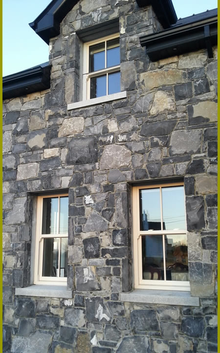 Stone.House.With.Cutstone.Archway.Cladding2.440.by.720